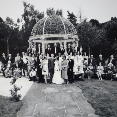 large group shot of family and friend with bride and groom at a wedding at the Hillbark Hotel