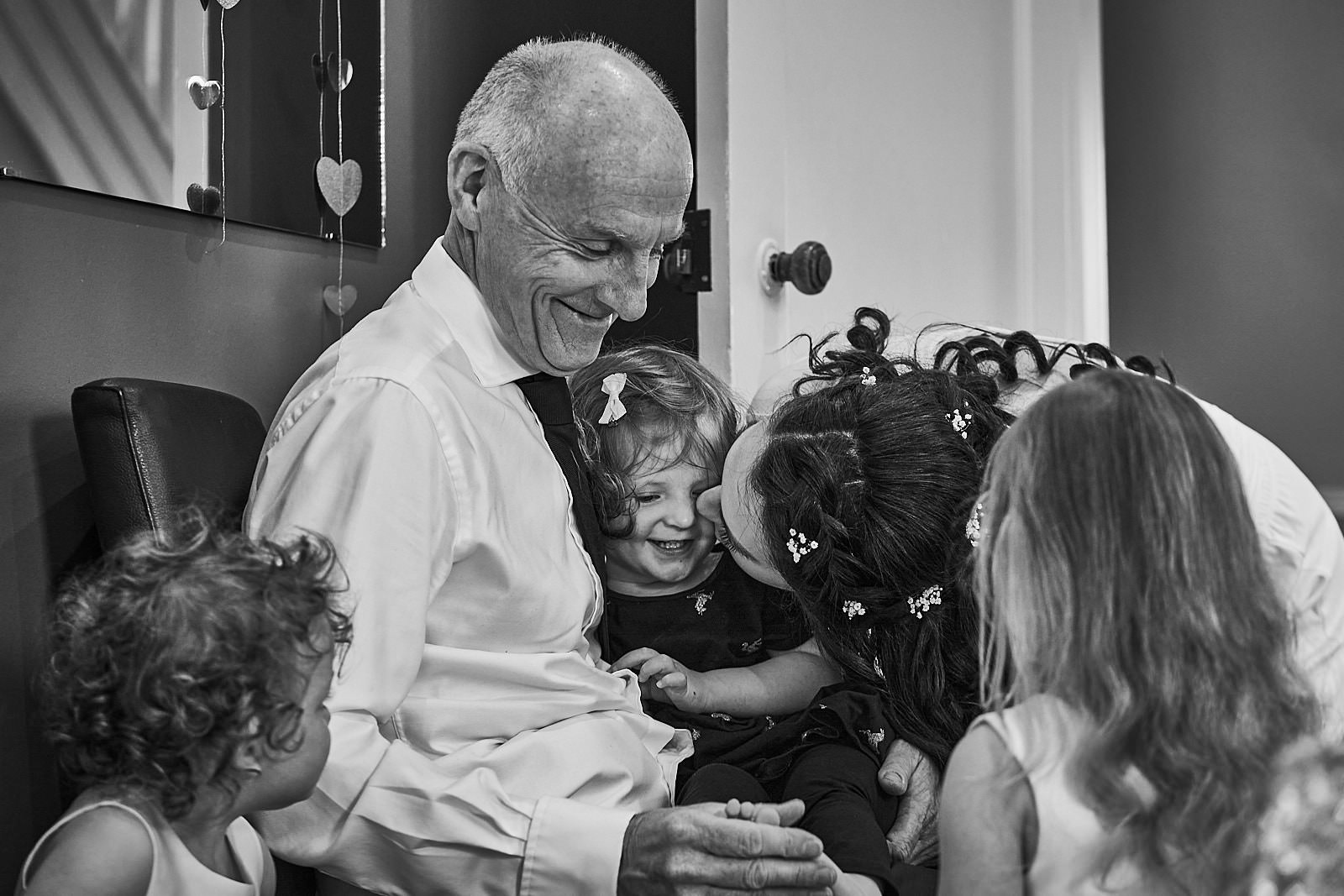 natural documentary photo of dad with flowergirl and bride